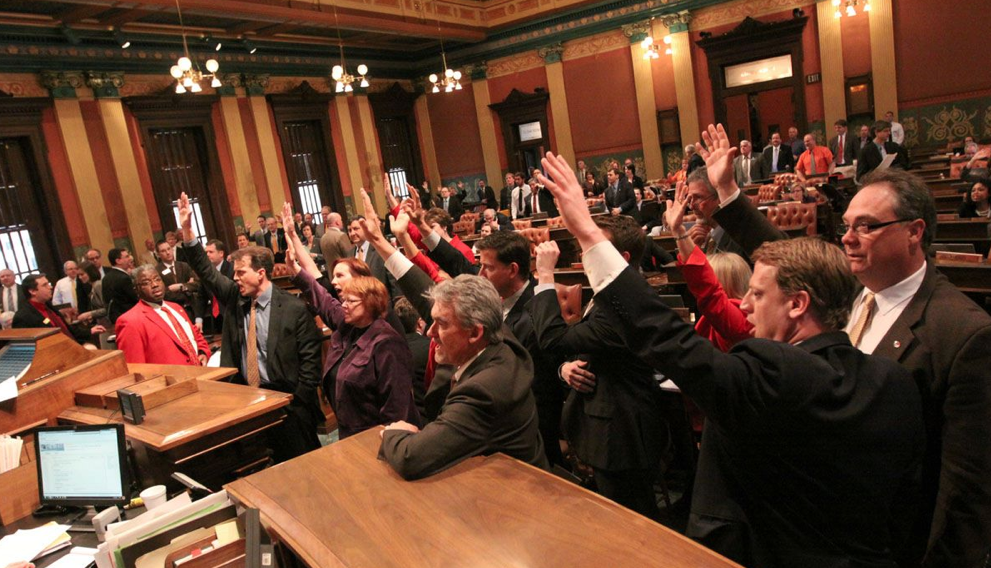 Michigan Republicans ignore a House floor full of Democrats calling for a roll call vote (PHOTO)