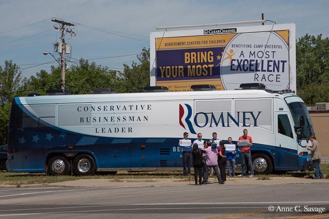 Romney campaign bus stop in Mount Pleasant, Michigan draws several